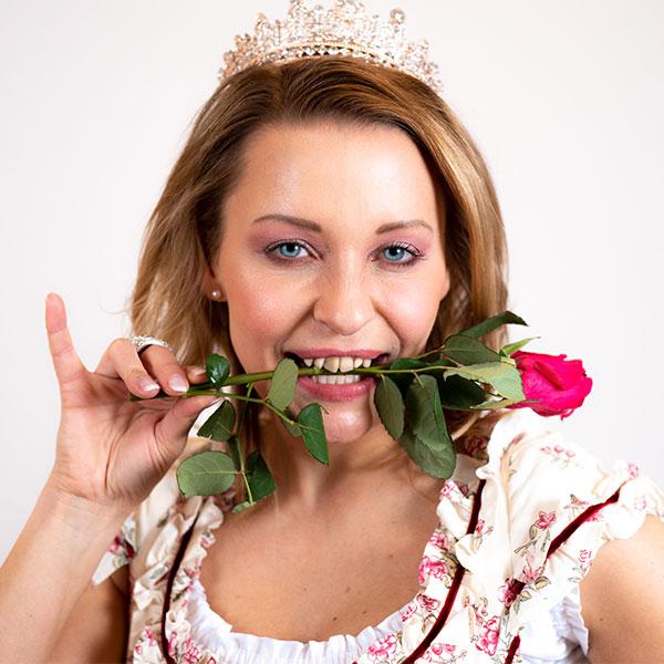 Invisalign Zahnspange Erwachsene Euskirchen, auch Prinzessinnen wollen gerade Zähne